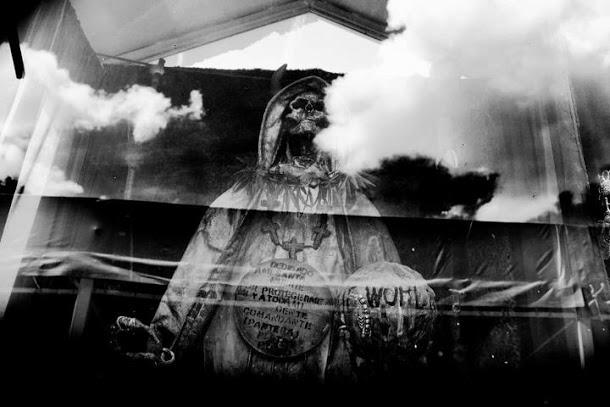 fotos de la santa muerte sentada (1)