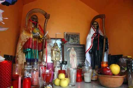 Resultado de imagen para santa muerte altar