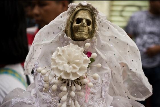 imagenes de la santa muerte fumando (1)