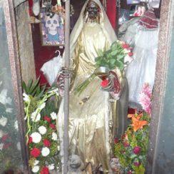 La Santa Muerte vestida en imágenes