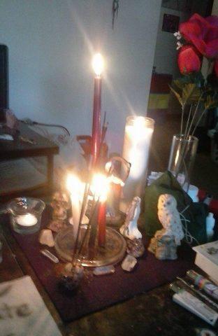 santa-muerte-velas-altares-1