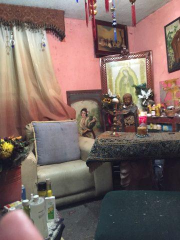 santa-muerte-velas-altares-15