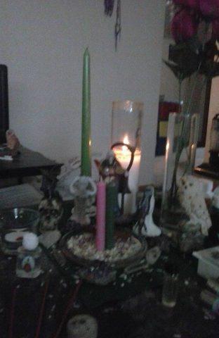 santa-muerte-velas-altares-16