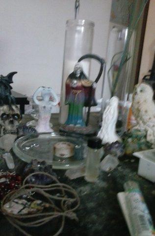 santa-muerte-velas-altares-2