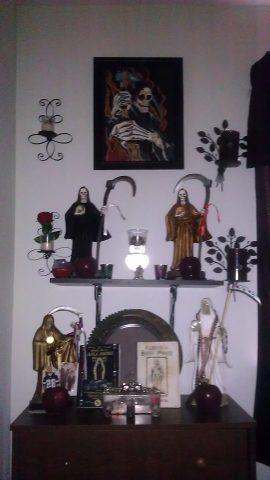 santa-muerte-velas-altares-5