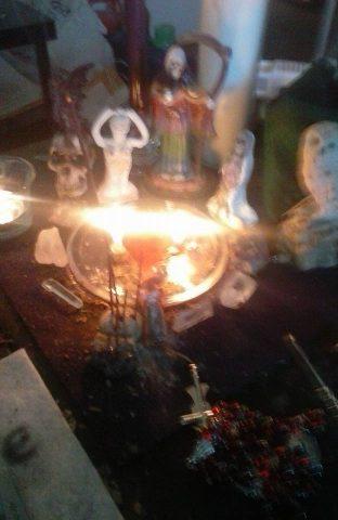 santa-muerte-velas-altares-6