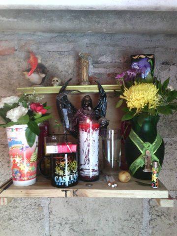 santa-muerte-velas-altares-9
